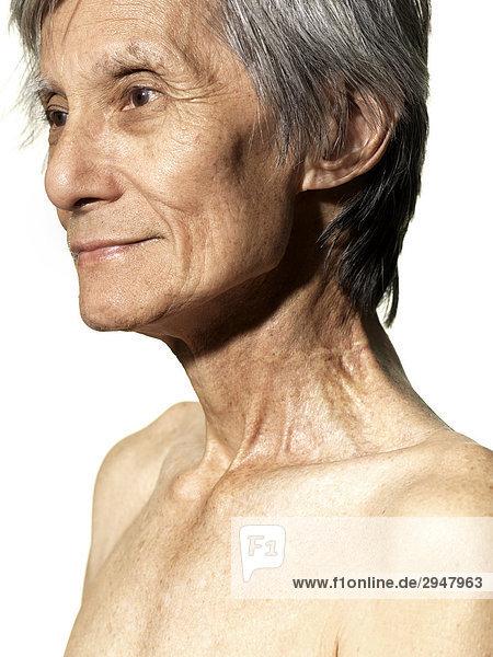 Portrait of a älterer Mann auf weißem Hintergrund