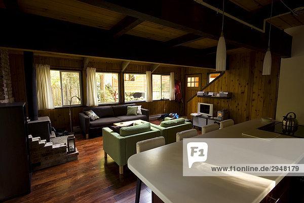 Blick auf die Wohnzimmer und Küche in einer Kabine