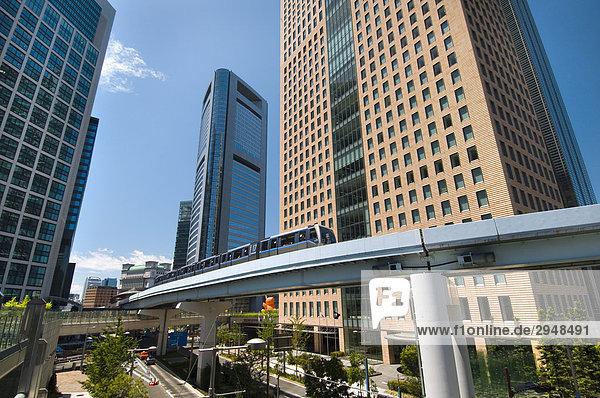 Yurikamome-Linie durch neue Geschäfts- und Hotel Entwicklung  Shiodome  Tokio  Japan