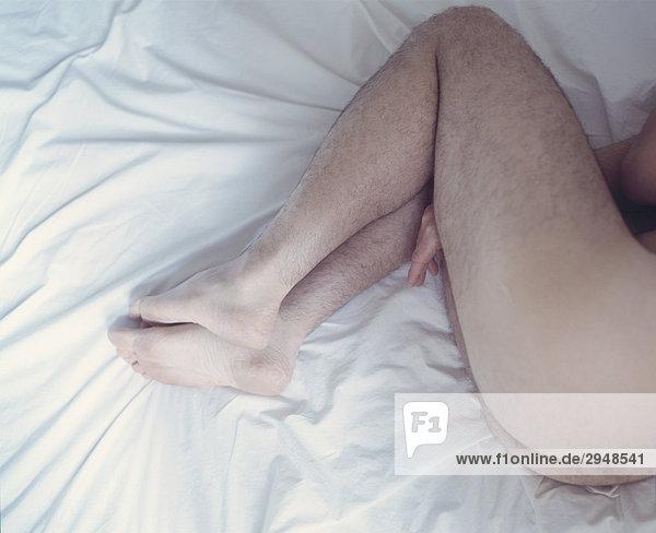 Herren Beinen auf einem Bett  Montreal  Quebec Herren Beinen auf einem Bett, Montreal, Quebec