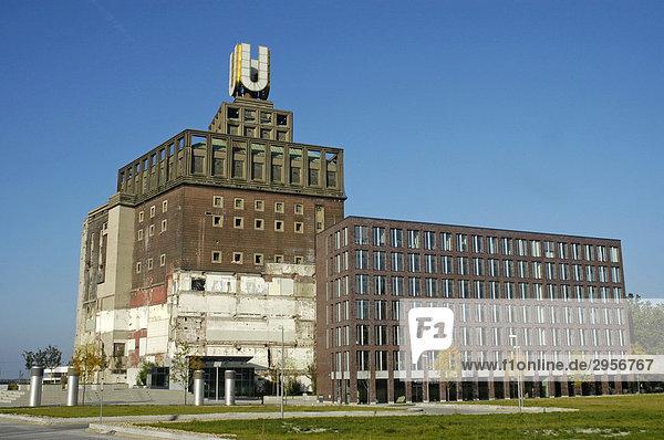 Das Dortmunder U auf dem Dach der ehemaligen Union Bierbrauerei  Dortmund  NRW  Nordrhein Westfalen  Deutschland