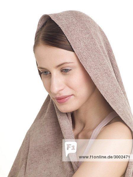 Frau mit Decke