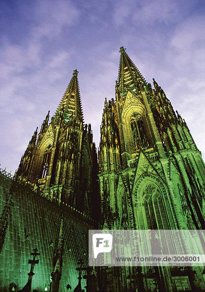 Beleuchteter Kölner Dom  Nordrhein-Westfalen  Deutschland