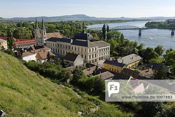 10855421  Esztergom  Danube  Hungarian  Europe  old  Old Town  vantage point  building  blue sky  bridge  bridges  river  flow  water  house  houses  historical  church  trip  Slovakia  Slovakian republic  town  city  valley  overview  shore