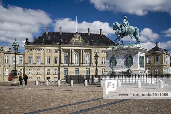 Königlicher Palast Amalienborg in Kopenhagen  Dänemark  Europa