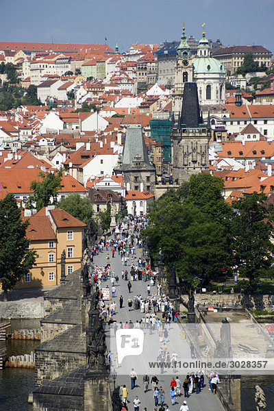 Tschechische Republik  Prag  Vitava Fluss  Brücke  Touristen