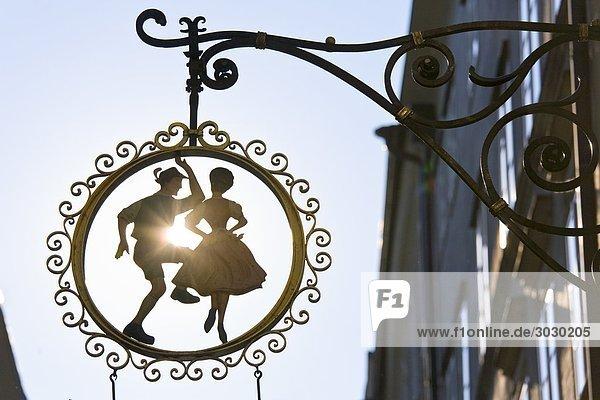 Zunftzeichen  Getreidegasse  Salzburg  Österreich  Close-up Zunftzeichen, Getreidegasse, Salzburg, Österreich, Close-up