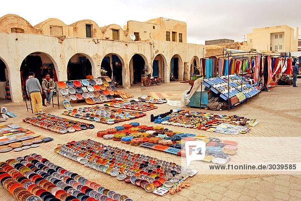 Orientalischer Markt in der südtunesischen Wüstenstadt Tataouine
