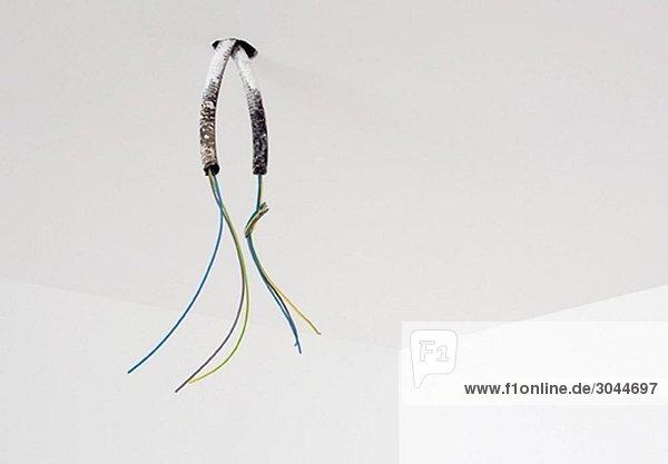 Unvollendete elektrische Kabel