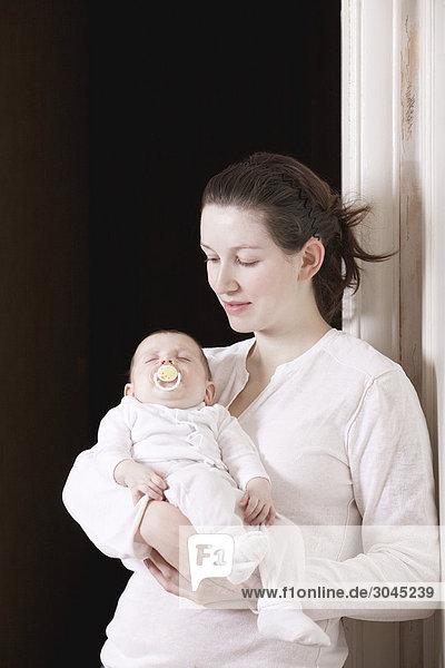 Portrait halten schlafen jung Mädchen Mutter - Mensch Baby