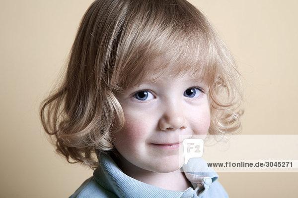Porträt von blonden Jungen