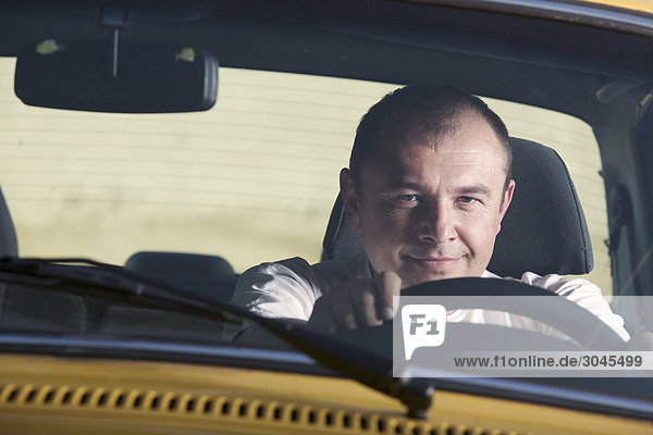 Porträt von Taxifahrer Porträt von Taxifahrer