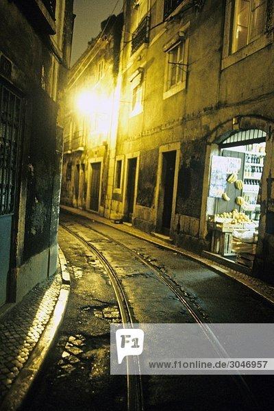 Portugal  Lissabon  Alfama Viertel in der Nacht.