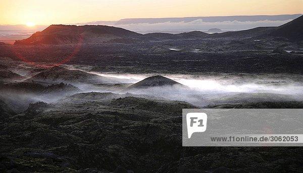 isländische Vulkanlandschaft bei Sonnenaufgang