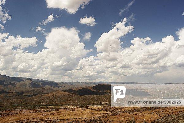 Ausblick über eine weite Landschaft in Arizona  USA