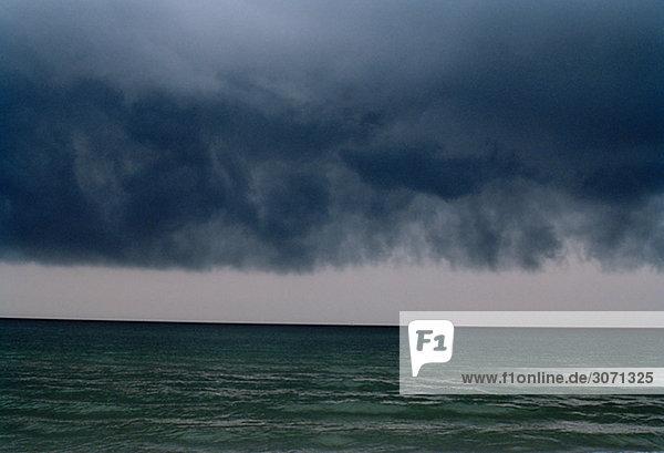 Schlechtes Wetter über den Ozean Polen.