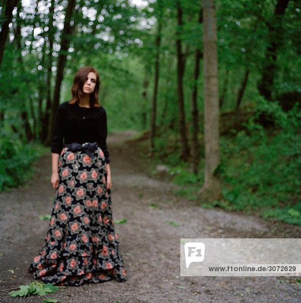 Portrait einer jungen Frau in schwarz kleidet Schweden
