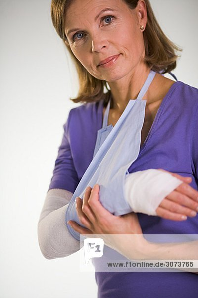 An injured woman.
