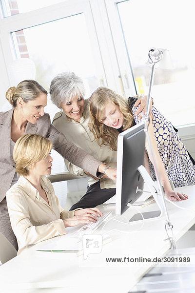 Frauen arbeiten in einem Büro