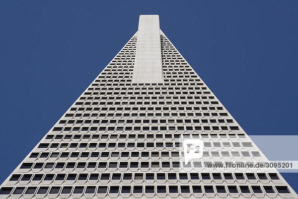 Untersicht of ein Wolkenkratzer  Transamerica Pyramid  San Francisco  Kalifornien  USA