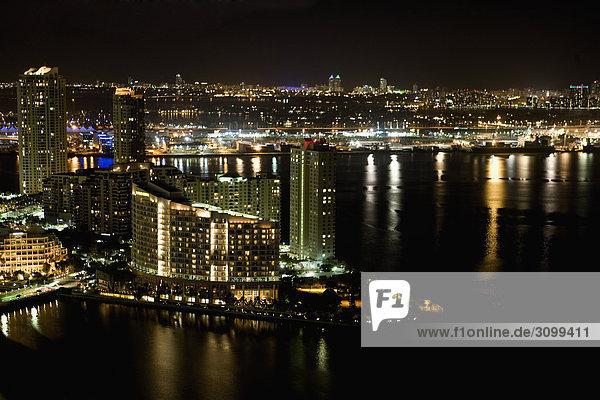 Stadt beleuchtet nachts  Miami Beach  Florida  USA