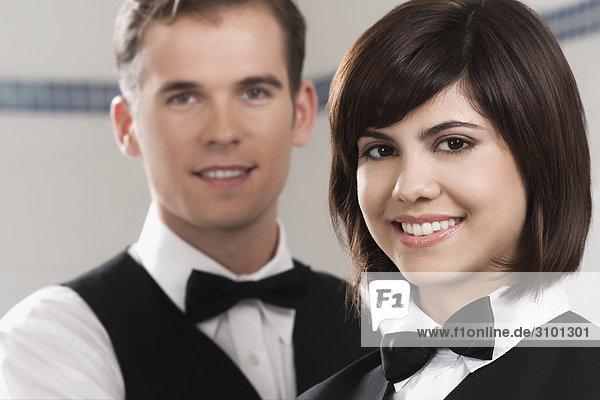 Porträt von zwei Kellner in einem restaurant