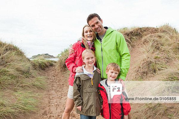 Familie auf einer Düne