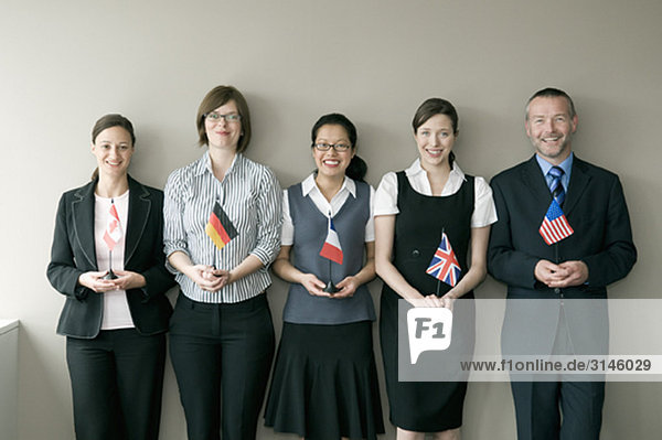 Eine Unternehmensgruppe mit Flaggen