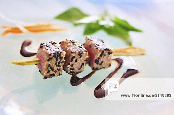 Thunfisch-Spiess mit Balsamico