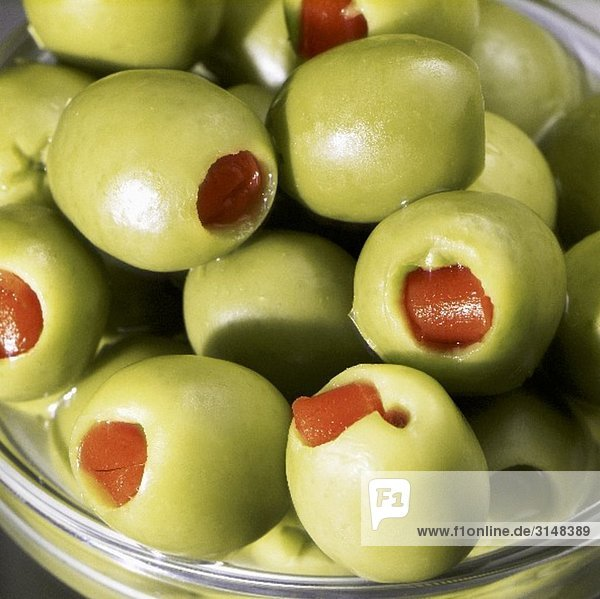 Gefüllte grüne Oliven (Close Up)