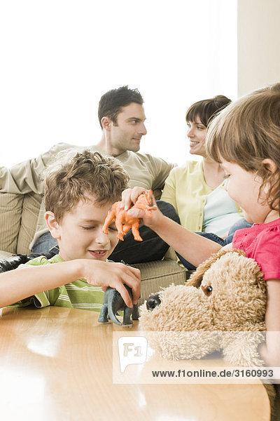 sprechen Menschliche Eltern spielen