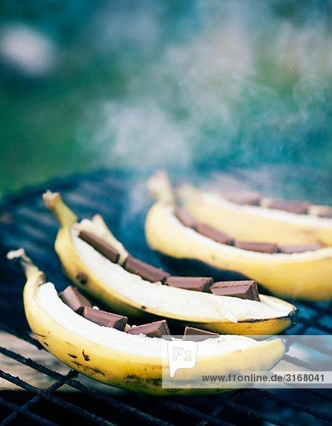 Bananen mit Schokolade auf einem Grill  Schweden.