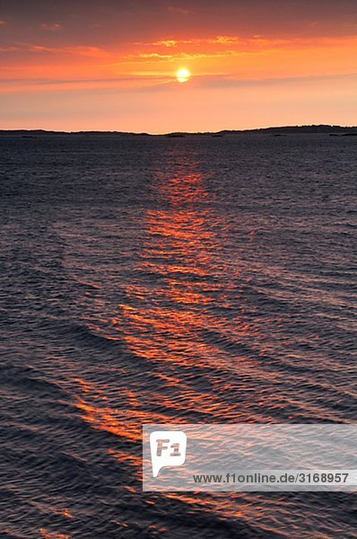 Sonnenuntergang über dem Meer Schweden.