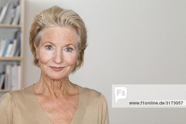 Selbstbewusste Seniorin