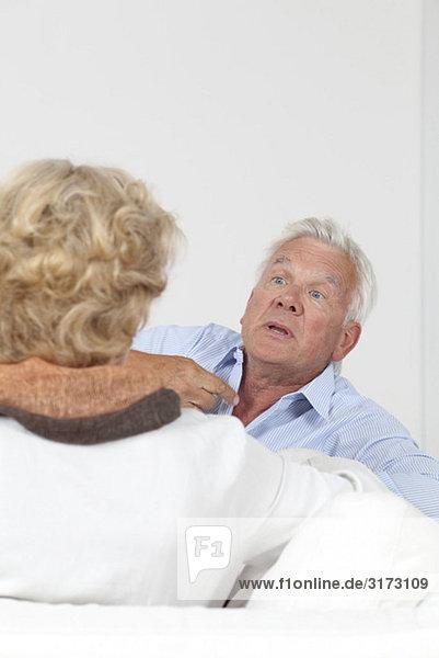 Seniorenpaar streitet Seniorenpaar streitet