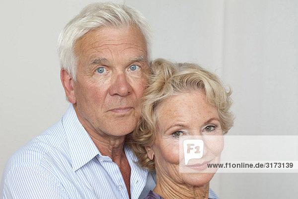 Seniorenpaar Seite an Seite