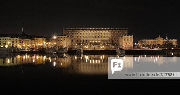 Der königliche Palast in Stockholm bei Nacht  Schweden.