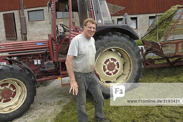 Ein Bauer und einen Traktor  Schweden.