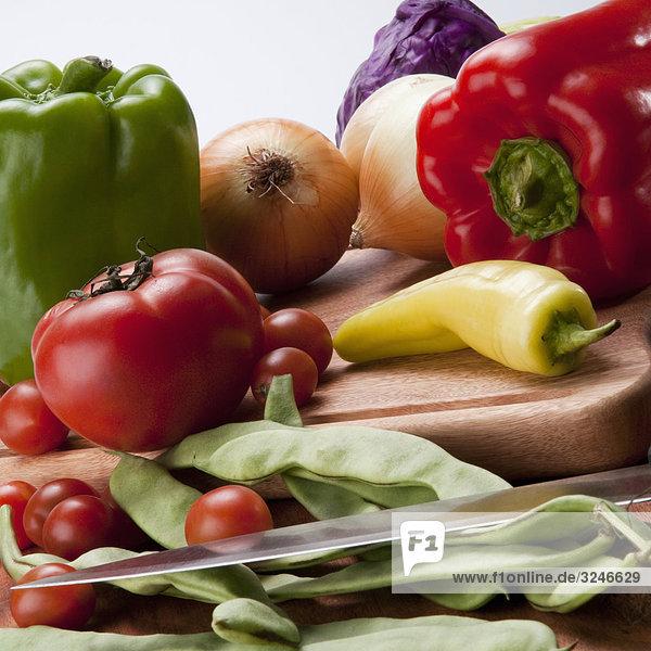 Nahaufnahme of assorted Gemüse auf ein Ausschnitt-Brett