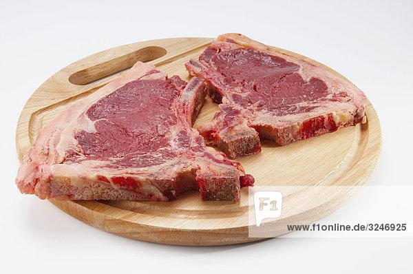 Nahaufnahme of Steaks auf ein Ausschnitt-Brett