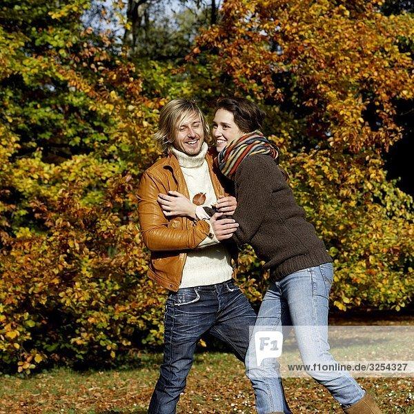 Ein junges paar in Liebe  Skane  Schweden.