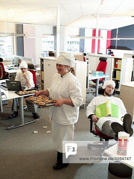 Bäcker in einem Büro  Schweden.