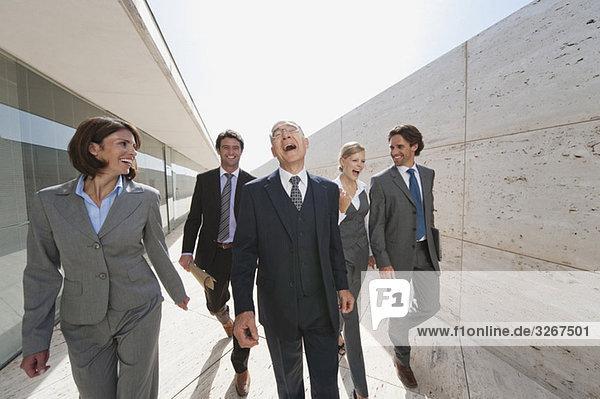 Spanien  Mallorca  Geschäftsleute gemeinsam unterwegs