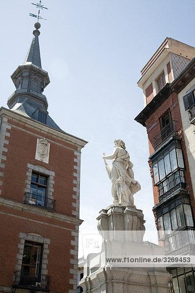 Orpheus Brunnen vor einem Gebäude  Fuente de Orfeo  Plaza De La Provincia  Madrid  Spanien