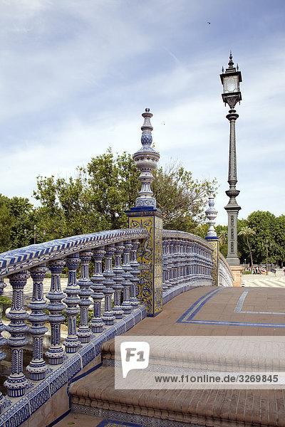 Laternenpfahl auf eine Brücke  Sevilla  Andalusien  Spanien