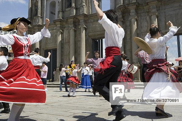 Kulturelle Tanz-Performance in Ruinen von St. Paul  Macau