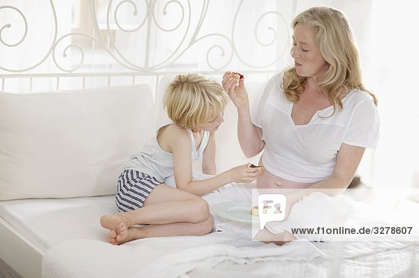 schwangere Frau und Familie