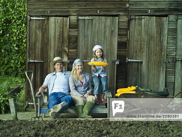 Ein Familienporträt im Kleingarten