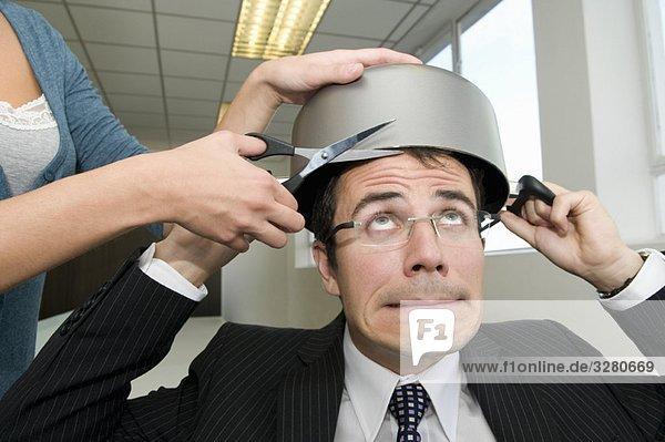 Geschäftsmann mit Haarschnitt