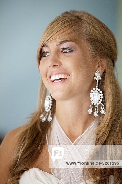 Blonde Frau lacht  Portrait